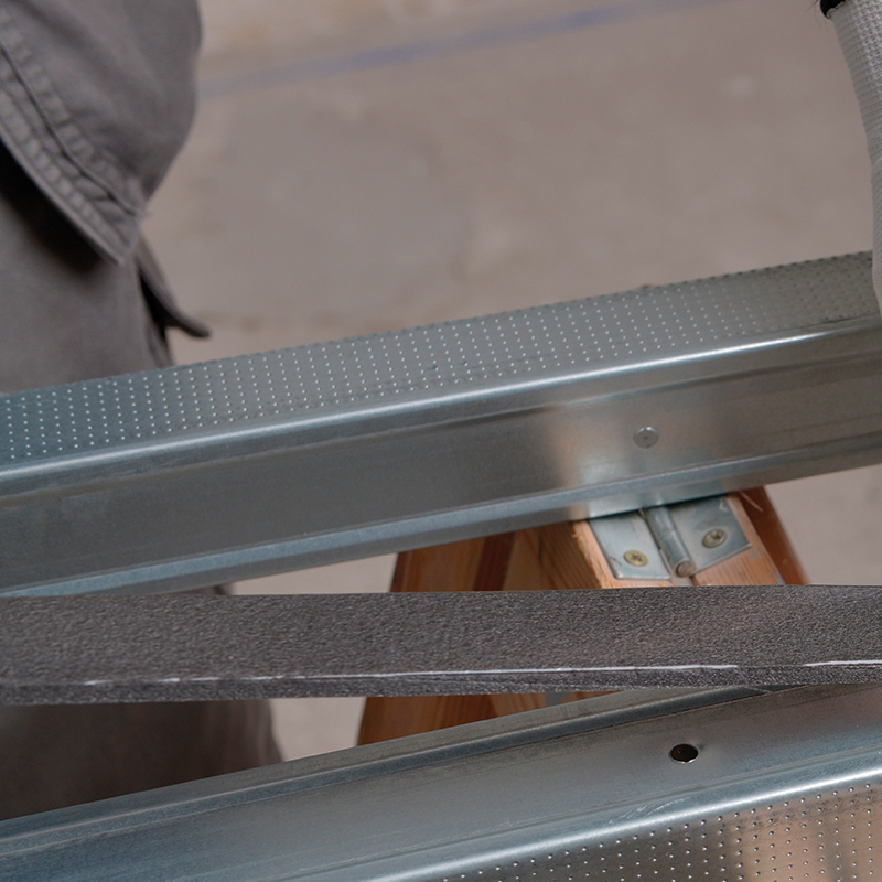Metal Stud wand Stap 02
